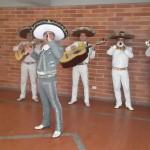 Mariachis Cantando