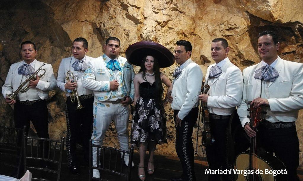 Mariachi Vargas de Bogotá serenata en Fontibón
