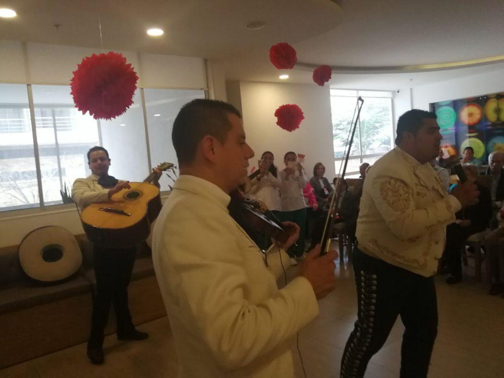 Mariachi Vargas de Bogotá en el día de la mujer